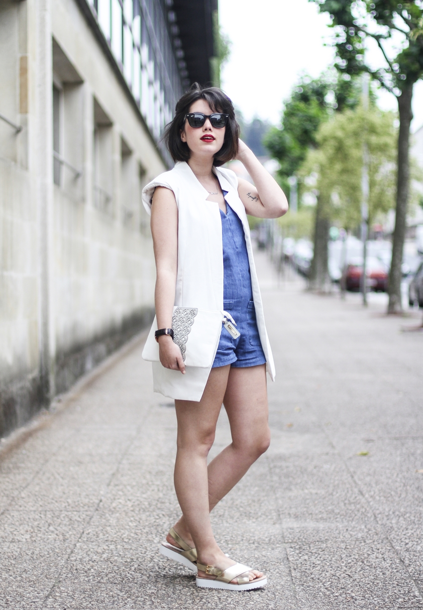 how to wear denim dungaree with white vest and gold sandals