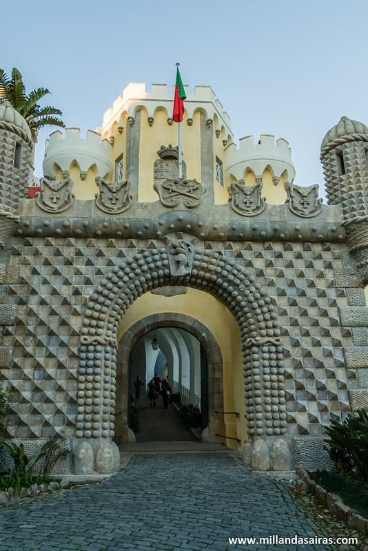 Entrada al tunel cruzando la Puerta Monumental