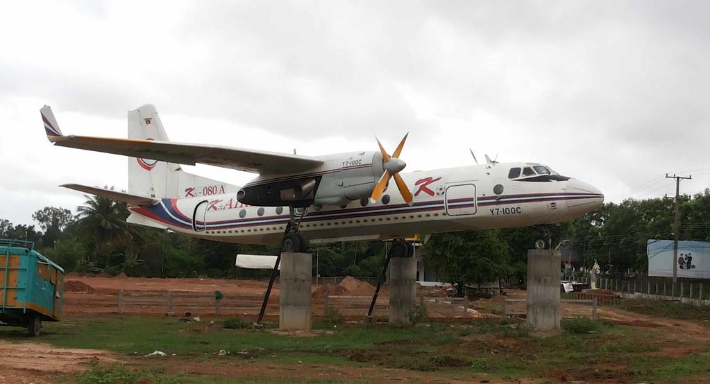 ... RDPL-34128-1 Xi'an Y-7-100C Savannakhet town 16Jly15