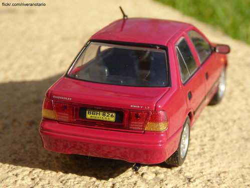 Ixo 1/43 Chevrolet Swift Sedán