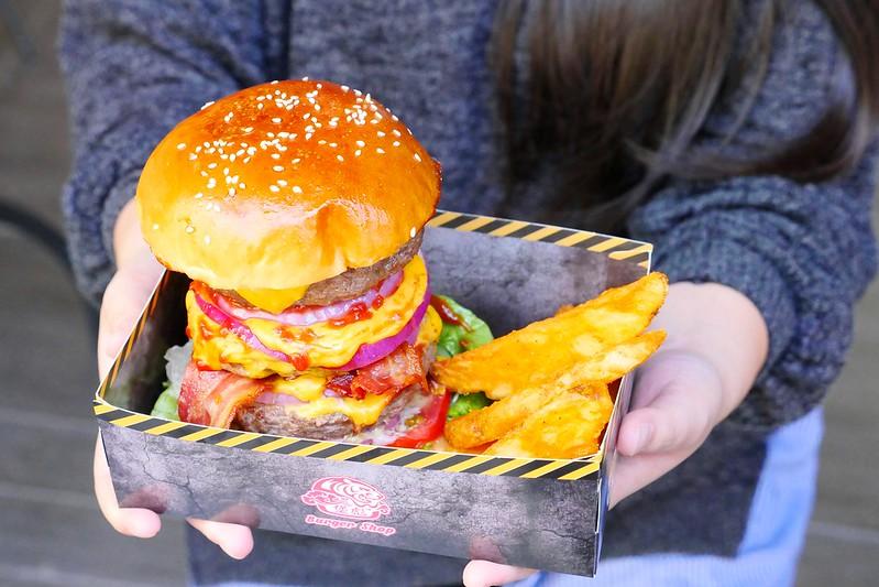 32106152183 3a18100aab c - 【熱血採訪】堡彪專業美式漢堡:看電影也能享受外帶豪邁工業風漢堡!每層6.5盎司三倍純牛肉起司漢堡真材實料好推薦!