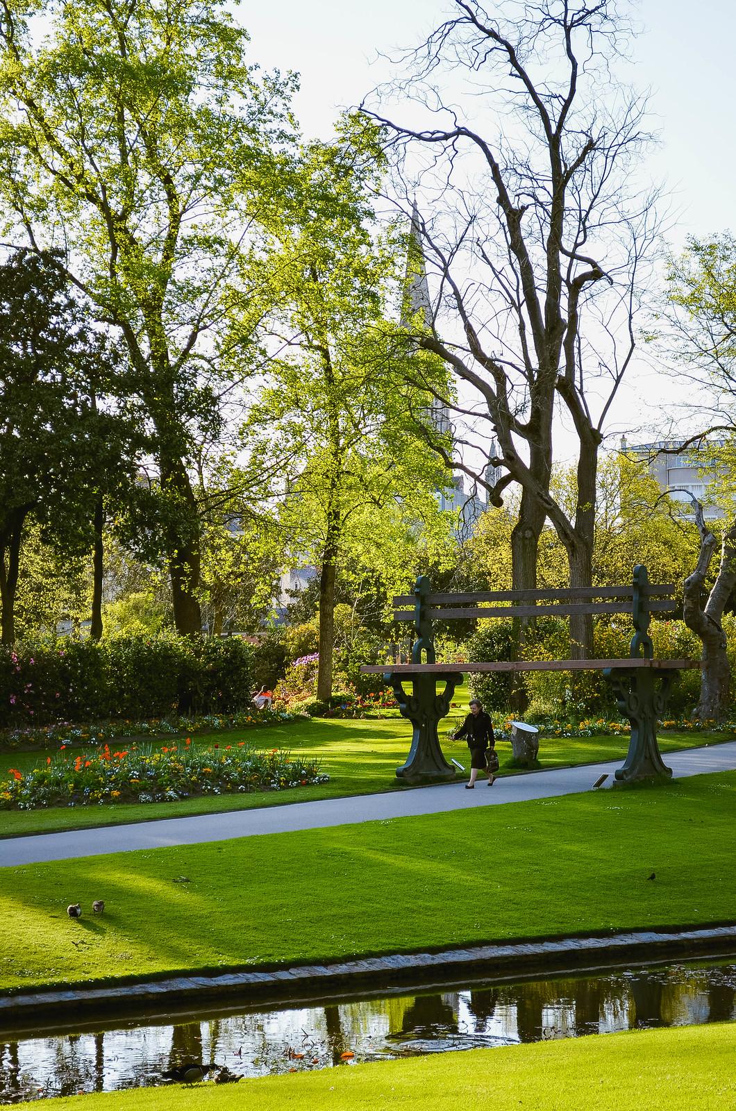 Le grand banc Jardin des plantes Nantes