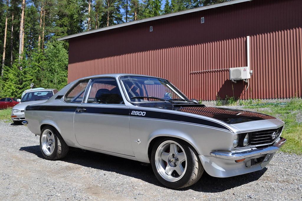 "MikkoV garage:  Charger SRT8 -70,  Manta A 2800S, Camaro RS -70 ""drift"", W212, Pontiac Tempest jne. 19135098759_6a7a4b104c_b"