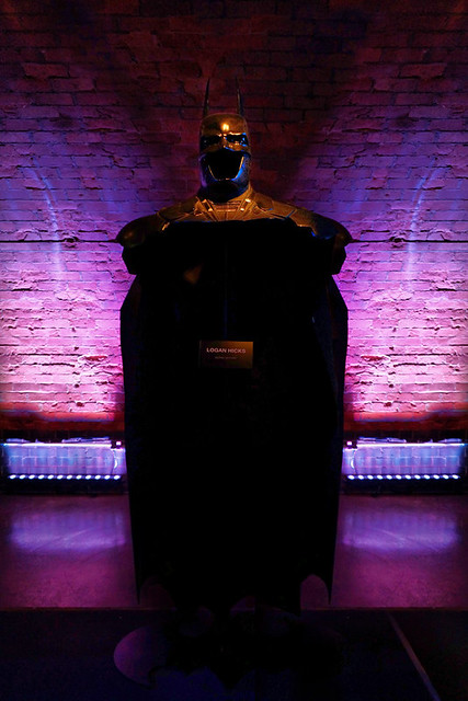 The Establishing Shot: BATMAN: ARKHAM KNIGHT CAPE & COWL EXHIBITION - GOTHIC GOTHAM (FRONT) BY LOGAN HICKS - KACHETTE, LONDON