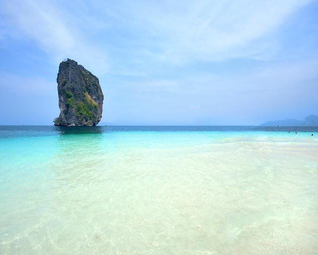 Una de las postales más famosas de la playa de Poda Island en Tailandia