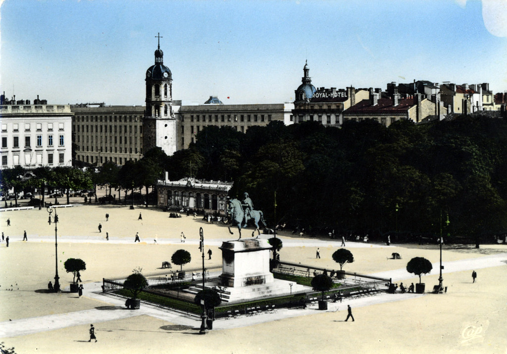 Place Bellecour à Lyon dans les années 1920/1930.