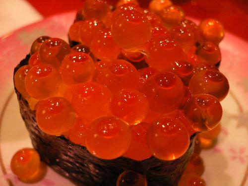 orange fish egg | Sushi of Ikura:salted salmon roe | Kurojinba ...