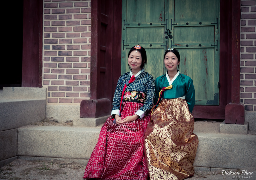 Hanbok sisters