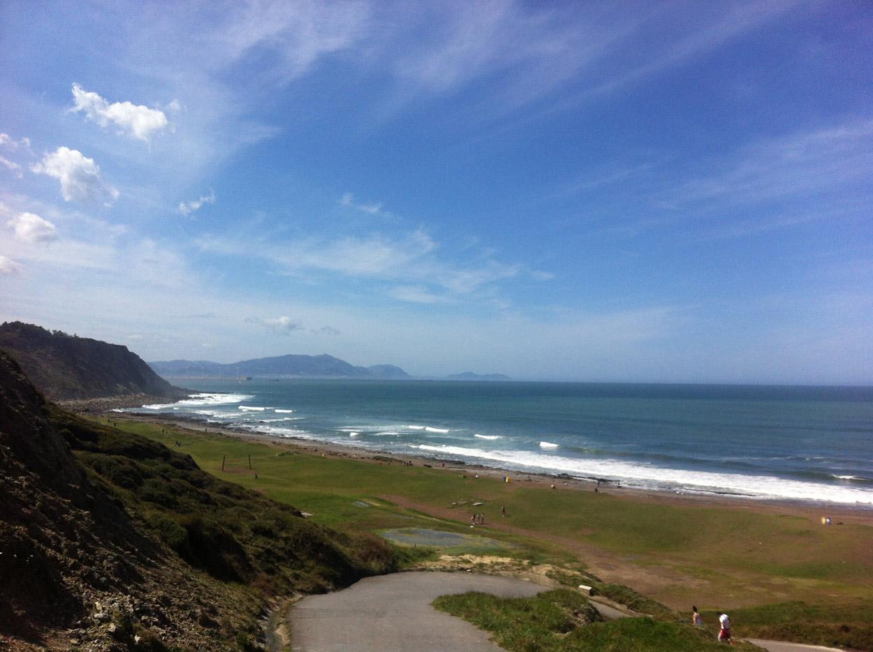 playa_azkorri_costa vasca_turismo y patrimonio.