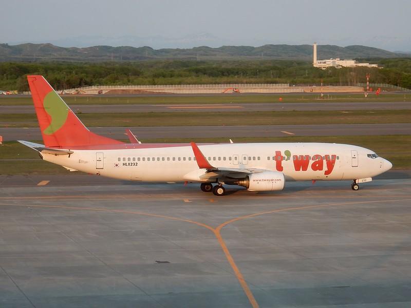 ティーウェイ航空 B737-800 HL8232 / CTS