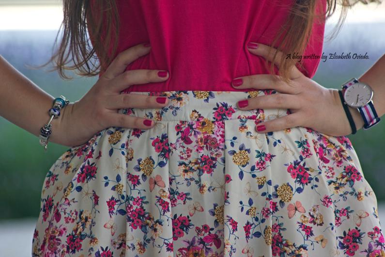 Falda-estampado-verano-STRADIVARIUS-HEELSANDROSES-camiseta-rosa-(7)