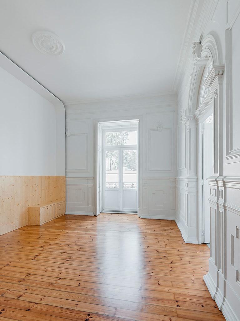 Classic apartment interior in the Lisbon Sundeno_17