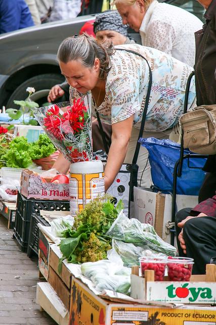 Street stalls of the Kuznechny market, Saint Petersburg, Russia サンクトペテルブルク、クズニェーチヌイ市場の外の露店たち