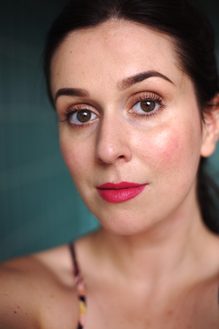 bright matte lipstick: NYC Expert Last in Air Kiss review