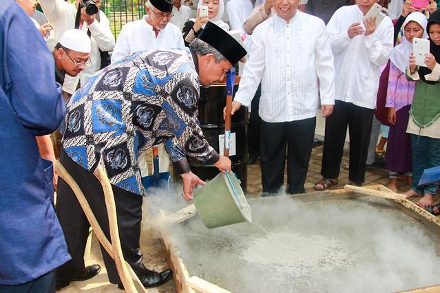 Ust Ahmad Syaikhu Meletakkan Batu Pertama
