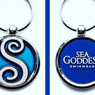 Almost nothing gets as close as a piece of art as this astounding keychain. With a metal base, one side has beautiful transparent blue enamel and the other one a PVC insert glued to the metal base. #justbeautiful via Instagram http://ift.tt/2jt5PVE | by roslevesque