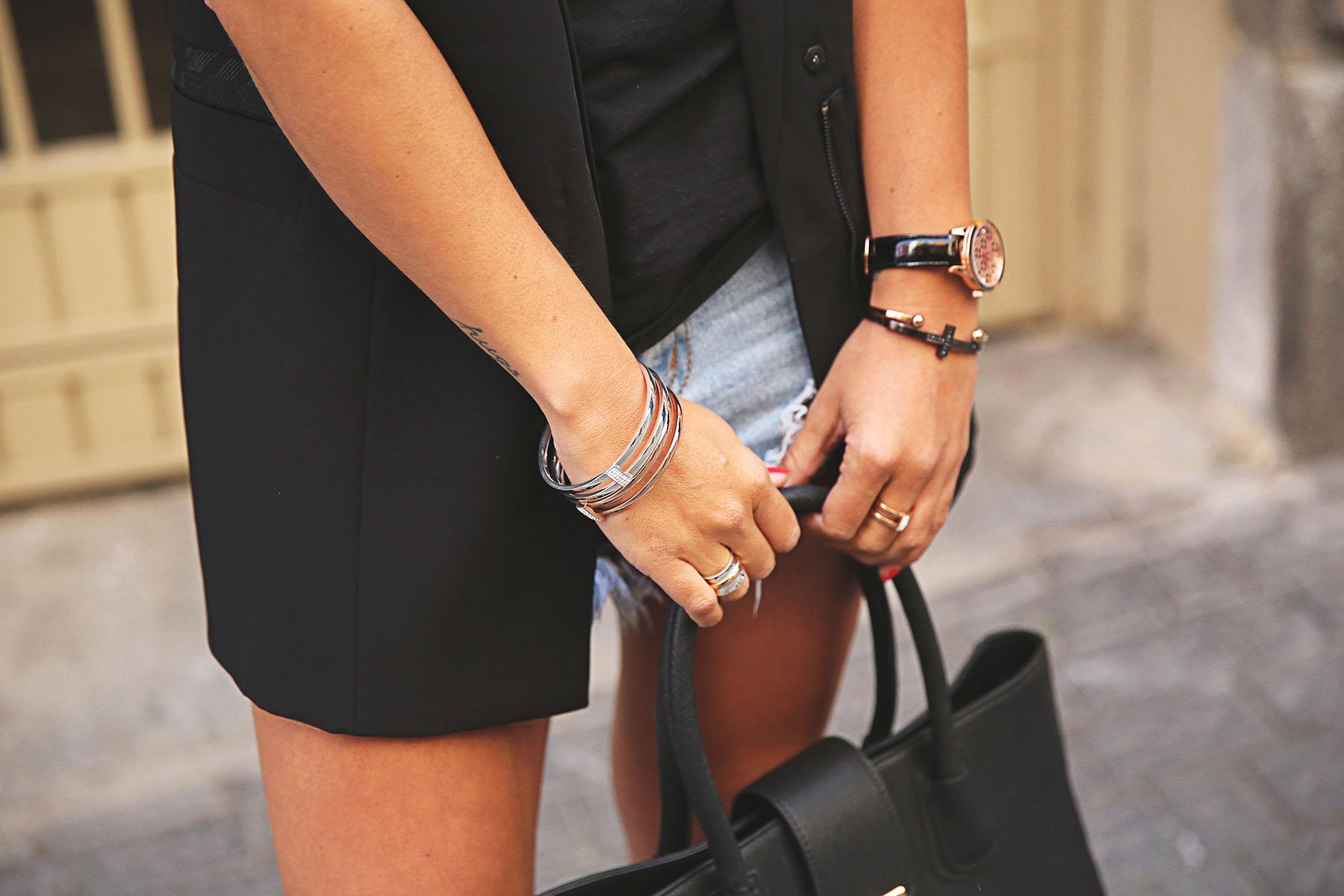 trendy-taste-look-outfit-street-style-ootd-blog-blogger-fashion-spain-moda-españa-leo-print-estiletos-mas34-leather-bag-denim-shorts-vaqueros-rotos-10