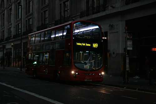 London General WHV10 on Route N19, Centrepoint