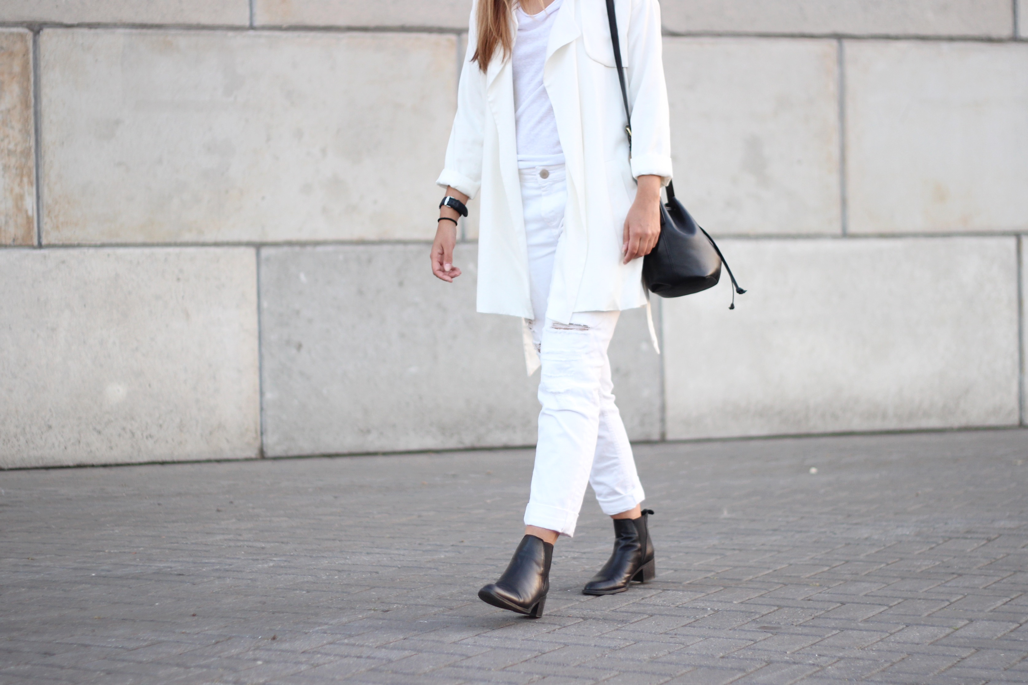 ankle-boots-zign-white-jeans-ripped-distressed-damaged