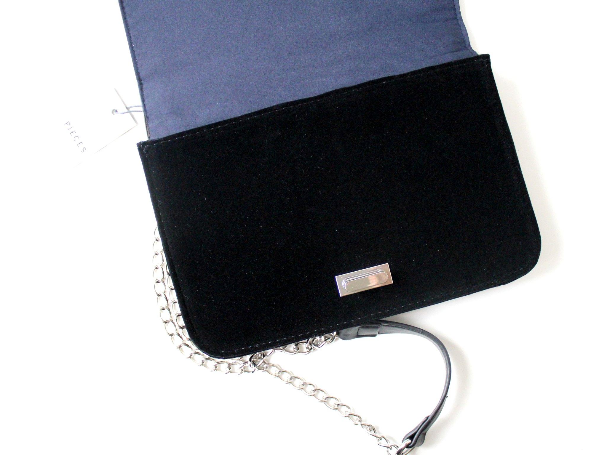 Musta pikkulaukku 1