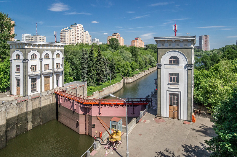 The Moscow Canal sluice.jpg