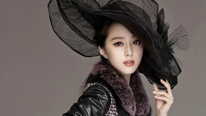 Beautiful Pose Of Fan Bingbing In Black Dress N Black Hat-720x405
