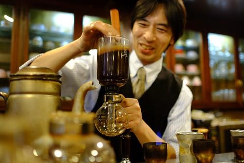 カフェ・カルディ(横浜・綱島の喫茶店):コーヒーを淹れるマスター