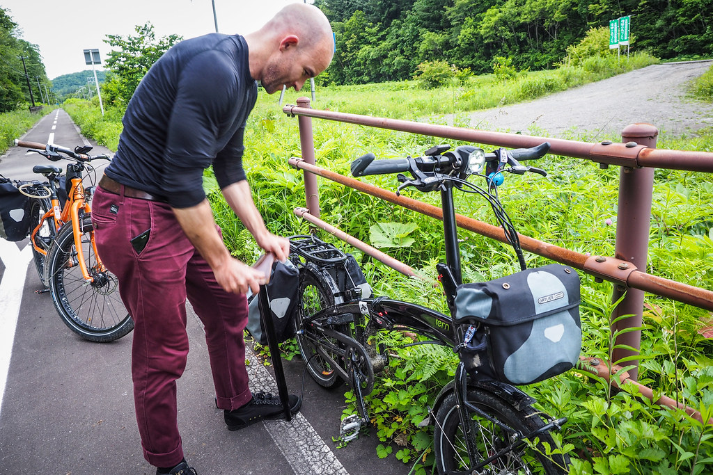 Using the Biologic PostPump on the Chitose cycle road, Hokkaido, Japan