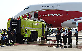 Global SuperTanker B747-400SF carga SCL (RD)