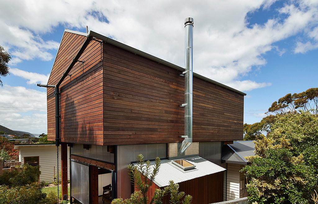 House on stilts design by Austin Maynard Architects in Australia Sundeno_17