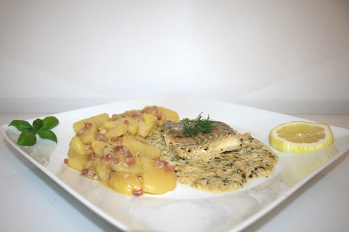 56 - Poached coaldfish in cress sauce with potato salad - Side view / Pochierter Seelachs in Kresse-Sauce mit Kartoffelsalat - Seitenansicht
