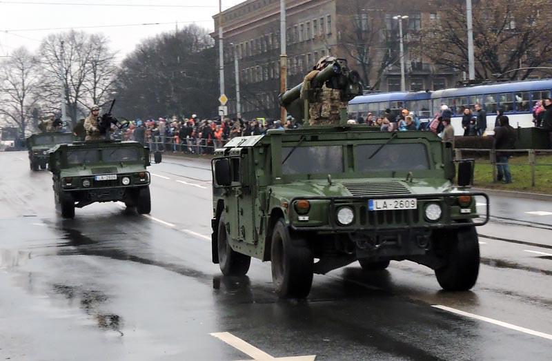 HMMWV-Spike-parade-latvia-20161118-mlj-1