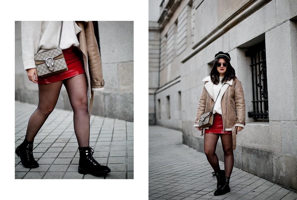 falda charol rojo chaqueta borreguillo botas militares terciopelo stradivarius streetstyle11