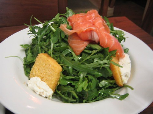 Arugula salad with smoked salmon, goat cheese and cornbrea ...