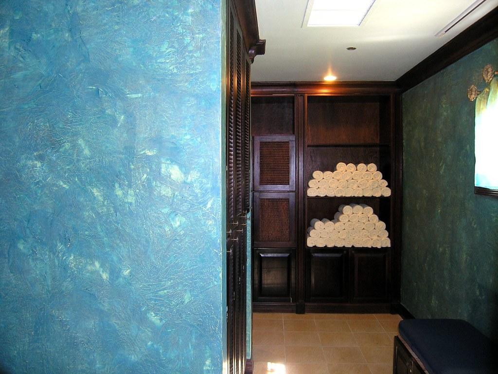Mens Locker Room Designers Take Pitty