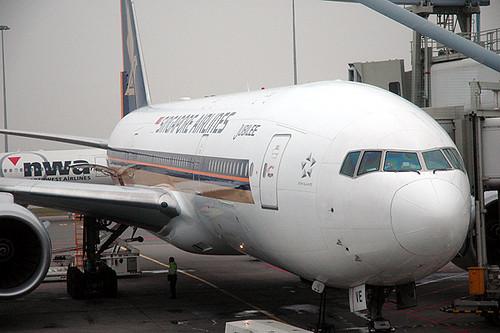 Singapore Airlines 777-200 9V-SVE | A nice close up view ...
