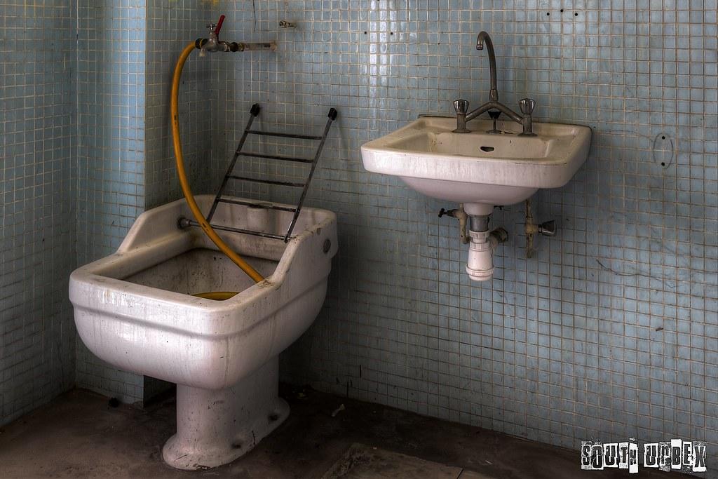 Ho qu'il est beau le lavabo, qu'il est laid le bidet ... | Flickr on