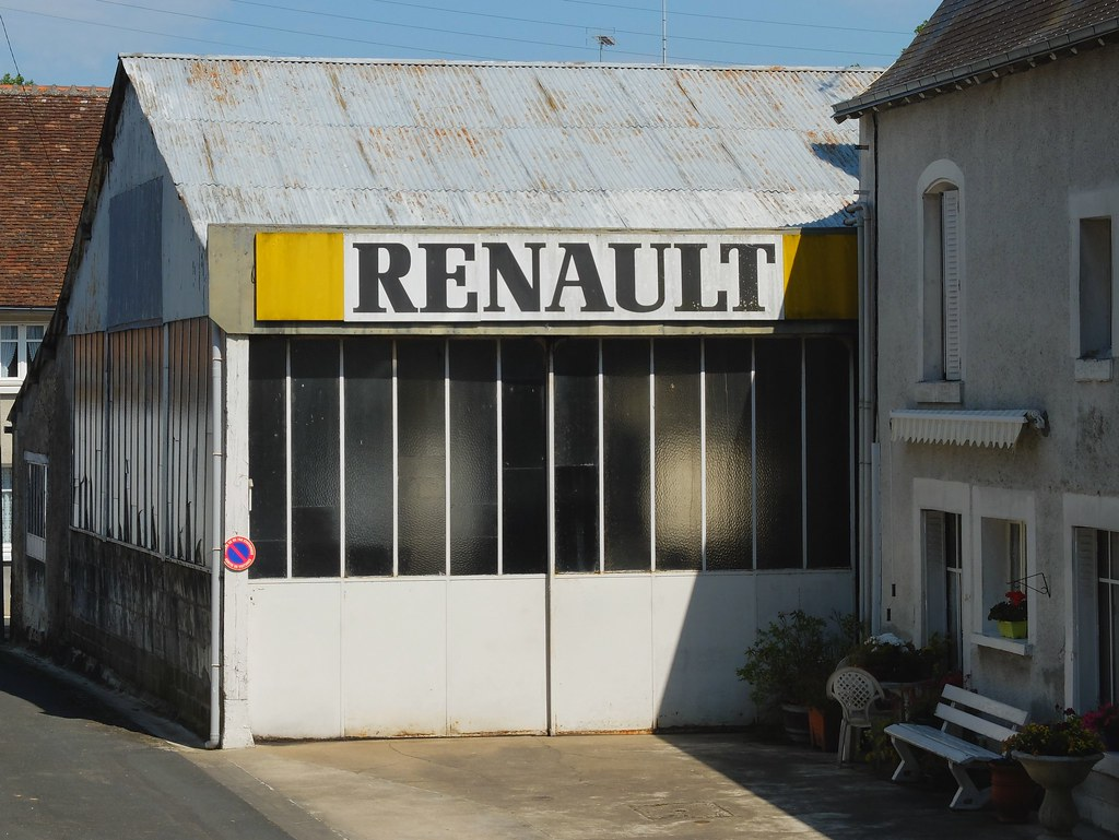 Ancien garage renault ecueill f 36 xavnco2 flickr for Garage renault poperinge belgique