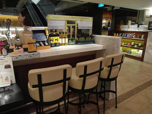 旁邊有座位可以小歇@松露之家XWaffle Please=松露霜淇淋鬆餅