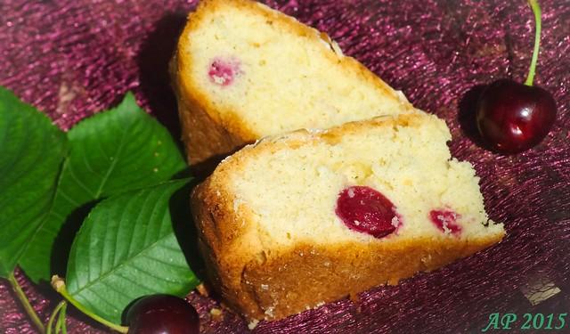 Gâteau aux amandeset cerises / Almond and Cherry Cake