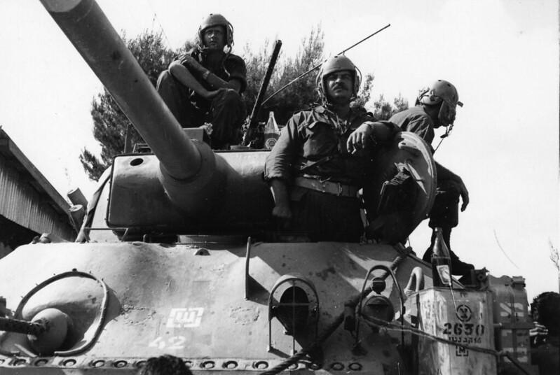 Sherman-M-50-crew-1967-yp-1