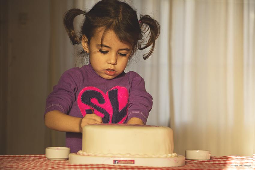 Decorando la torta de mamá!
