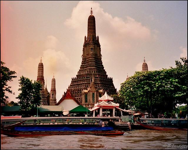 Wat Arun R