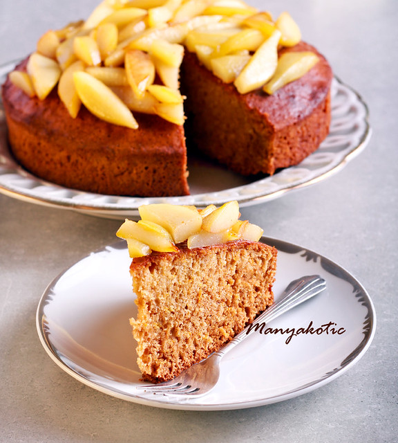 Honey cake with pears