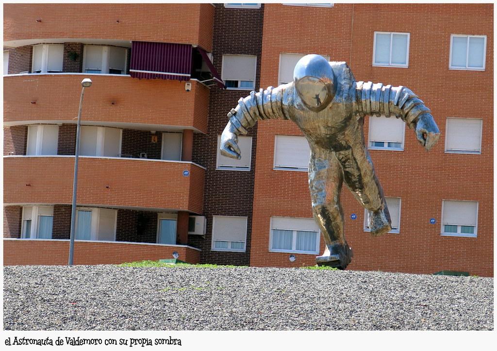 El Astronauta con su sombra