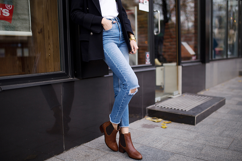 cropped-jeans-tan-chelsea-boots