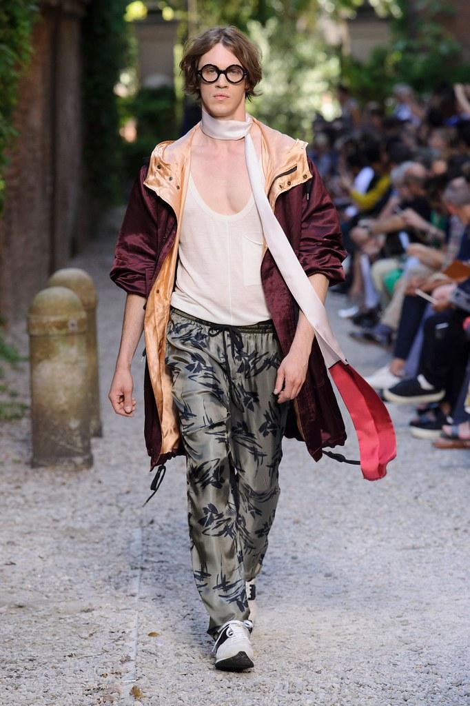SS16 Milan Andrea Pompilio030_Stefan Knezevic(fashionising.com)
