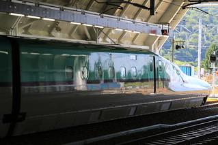 奥津軽いまべつ駅 下り線のH5系H1編成
