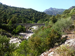 Le pont de Marionu depuis les soutènements de l'ancienne route