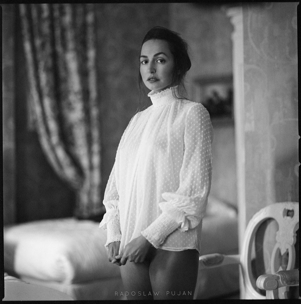 Shy Girl  Radoslaw Pujan  Flickr-2589